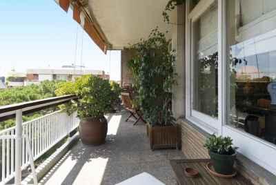 Великолепная квартира в 250м2 с видами на Барселону в престижном районе